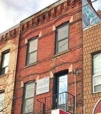 House For Rent Unit 3rd Flr, 376 College St, M5T1S6, University, Toronto